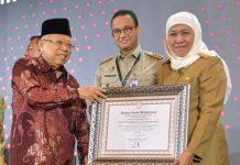 Gubernur Khofifah Diberi Anugerah Pemimpin Perubahan oleh KemenPAN RB.