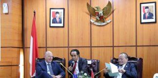 pertemuan Ketua DPD RI AA La nyalla Mahmud Mattalitti dengan Duta Besar Selandia Baru untuk Indonesia Jonathan Austin, di Ruang Delegasi Pimpinan, Gedung Nusantara III Lantai 8 Komplek Parlemen Senayan, Jakarta.