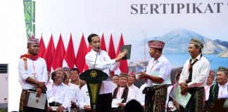 Presiden Jokowi Serahkan 2.500 Sertifikat Hak Atas Tanah untuk Rakyat di Manggarai Barat.