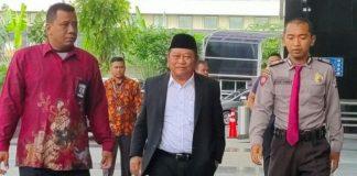 Bupati Sidoarjo Saiful Ilah diamankan penyidik KPK dalam OTT.
