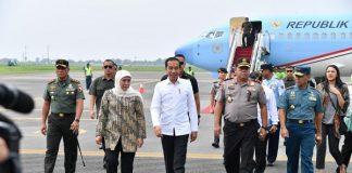 Presiden Joko Widodo Didampingi Gubernur Jatim Khofifah Indar parawansa Bersama Kapolda Jatim Irjen Pol Luki Hermawan Saat Meninjau Kapal Selam Di PT PAL Surabaya.
