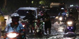 Viral Banjir di Surabaya, Risma Buka Suara.