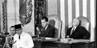Presiden Soekarno secara resmi menyatakan Indonesia telah keluar dari PBB, 7 Januari 1965.