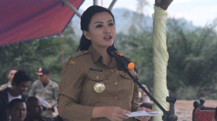 Karolin Margret Natasa, Bupati Landak, Kalimantan Barat.