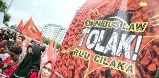 Tolak RUU Omnibus Law, Buruh Gelar Demo di DPR.