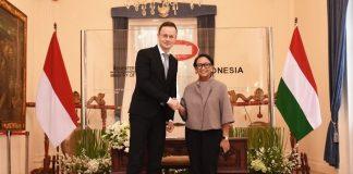 Menteri Luar Negeri RI Retno Marsudi mengadakan pertemuan bilateral dengan Menteri Luar Negeri dan Perdagangan Hongaria Peter Szijjarto pada Kamis (23/1). Tatap muka tersebut berlangsung di Kementerian Luar Negeri RI, Jakarta.