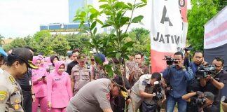 Polda Jatim Tanam 165.848 Bibit Pohon.