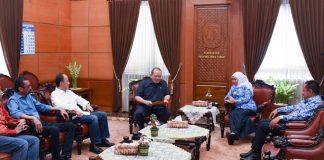 Bertemu Khofifah, Ketua DPD RI Siap Dukung Perpres Percepatan Pembangunan di Jatim.