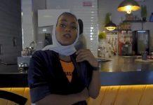 """Penyanyi rap yang juga warga Arab Saudi, Ayasel Slay, dianggap menghina kota suci Islam dengan video musik untuk lagunya yang berjudul """"Bint Mecca""""."""