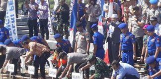 Panglima TNI-Kapolri Tebar Bibit Ikan dan Tanam Mangrove di Banten.
