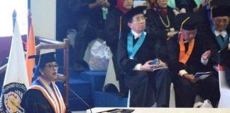 Ketua DPR RI Puan Maharani saat menerima Penganugerahan Gelar Doktor Kehormatan atau Doctor Honoris Causa dari Universitas Diponegoro.