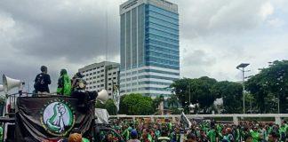 Massa Ojol Demo di Depan Gedung DPR.