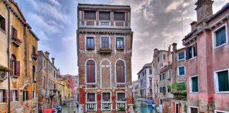 Italia Lockdown, Kanal Venesia Jernih Kembali.