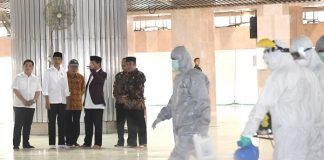 Presiden Jokowi Tinjau Penyemprotan Disinfektan di Masjid Istiqlal.