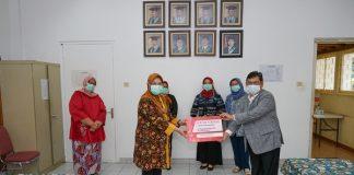 Bantuan mesin tes corona dari ketua DPR Puan Maharani diserahkan oleh Ketua Fraksi PDI Perjuangan DPR RI Utut Adianto di Lab Mikrobiologi UI di Kawasan Cikini, Jakarta Pusat.