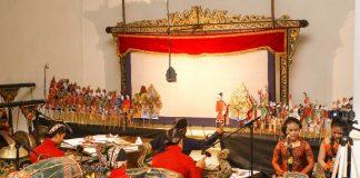 Wacinwa, Pertunjukan Wayang China dan Jawa.