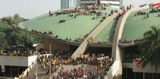 Mahasiswa Duduki Gedung DPR/MPR RI.