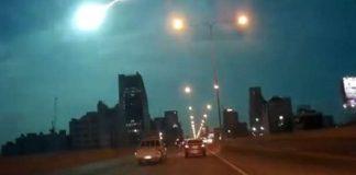 Fenomena Meteor Jatuh di Surabaya.