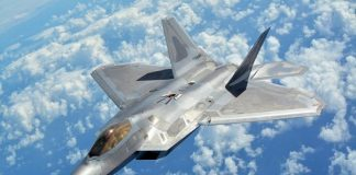 pesawat jet tempur siluman F-22 Raptor.