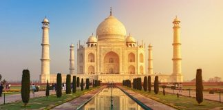Taj Mahal di Agra, Uttar Pradesh, India.
