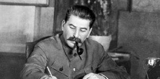 Joseph Stalin jadi Perdana Menteri Rusia.