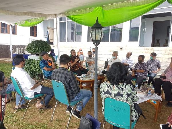 Jajaran pejabat Kementerian Pertanian (Kementan) bertemu dengan Bupati Subang, H. Ruhimat, dalam rangka audiensi pengembangan korporasi petani khususnya korporasi sapi potong di Kabupaten Subang.
