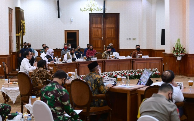 Presiden Jokowi Dalam arahannya di Gedung Negara Grahadi, Kota Surabaya, Jawa Timur, pada Kamis, 25 Juni 2020.