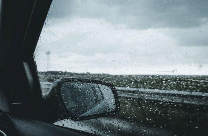 Foto: Ilustrasi Berkendara Saat Hujan
