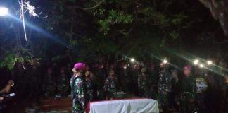 Sersan Dua TNI RH Saputra disemayamkan di Tempat Pemakaman Umum (TPU) Babelan, Desa Babelan Kota, Kecamatan Babelan, Kabupaten Bekasi.