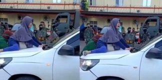 Viral, Video Perempuan Hadang Mobil Ambulans Covid-19.