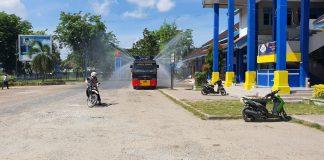 Penyemprotan Disinfektan Ynag Dilakukan Oleh Brimob Polda Aceh Di Langsa