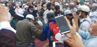 Viral, Video Aksi Bakar Bendera PKI Saat Demo RUU HIP.