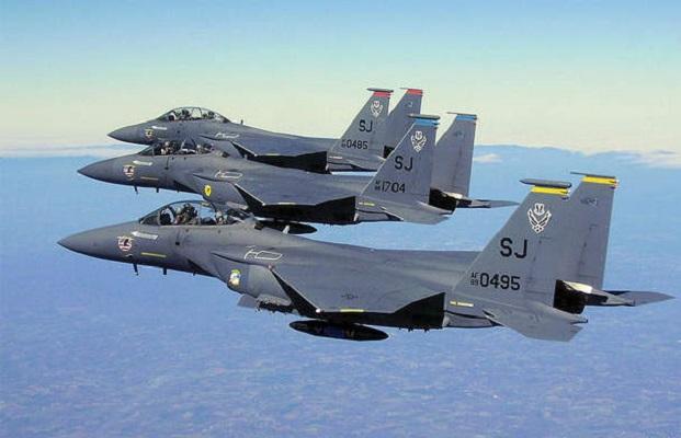 Pesawat Jet Tempur F-15E Kompatibel dengan Bom Nuklir AS.