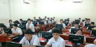 Foto : Siswa Mengoperasikan Komputer