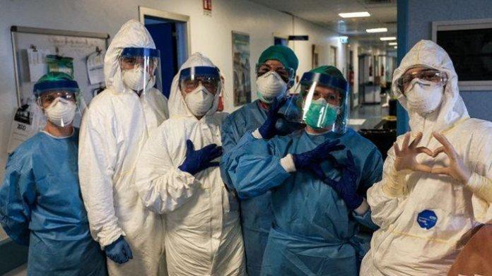 Tenaga Kesehatan Yang Bertugas Untuk Mengatasi PandemiCOVID-19