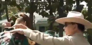 Menhan Prabowo Rapikan Kerah Enzo di Akmil Magelang.