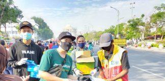 Bonek Bagikan Sejuta Masker dari Surabaya Sampai Jayapura.