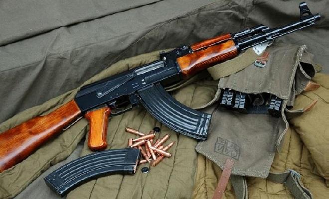 Senapan serbu Avtomatni Kalashnikova atau Automatic of Kalashnikov seri 47 berkode AK-47 mulai diproduksi di Uni Soviet.