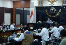 Presiden Jokowi saat menyampaikan arahan di Posko Penanganan dan Penanggulangan Covid-19 Provinsi Jawa Barat di markas Kodam III/Siliwangi, Selasa, 11 Agustus 2020.