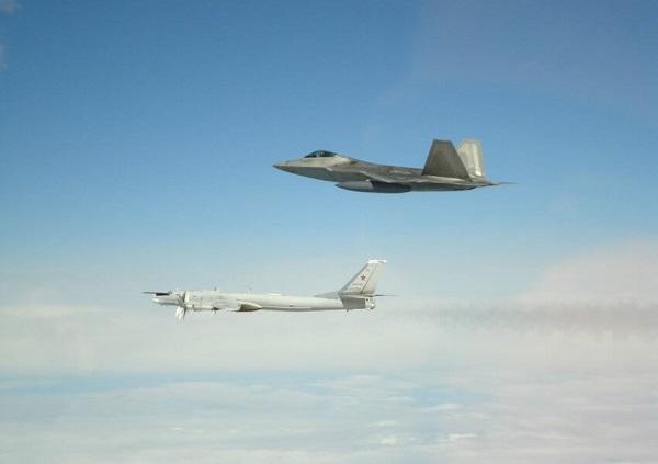 Jet Tempur F-22 Amerika Cegat Pesawat Militer Rusia di Dekat Alaska.