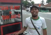 Viral, Usai Ditabrak Tank Omzet Penjualan Tahu Gejrot Meningkat.