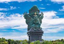 patung GWK (Garuda Wisnu Kencana), GWK adalah sebuah taman wisata di bagian selatan Pulau Bali.
