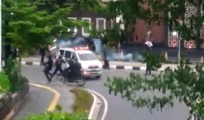 Viral, Ambulans Dikejar dan Ditembaki Pasukan Brimob.