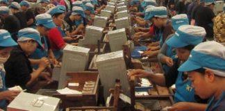 Ilustrasi Buruh Pabrik Rokok.