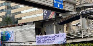Viral, Pesan untuk Pendemo Lewat Spanduk Halte Ini Milik Rakyat.