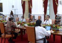 Presiden Joko Widodo (Jokowi) saat memimpin rapat terbatas untuk membahas laporan Komite Penanganan Covid-19 dan Pemulihan Ekonomi Nasional di Istana Merdeka, Jakarta, pada Senin pagi, 16 November 2020.