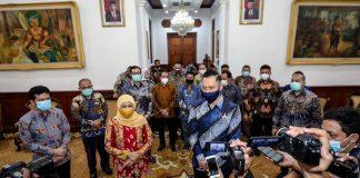 Gubernur Jawa Timur Khofifah Indar Parawansa dan Ketua Umum Partai Demokrat Agus Harimurti Yudhoyono (AHY).