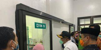 Menteri Koordinator Bidang Pembangunan Manusia dan Kebudayaan (Menko PMK) Muhadjir Effendy melakukan kunjungan langsung ke Laboratorium Biomolekuler RSUD Caruban, Kabupaten Madiun, Jawa Timur, pada Jumat (20/11).