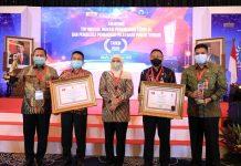 Raih Dua Penghargaan Sekaligus, Gubernur Khofifah : Jadi Pendorong Tingkatkan Inovasi dan Pelayanan Publik di Jatim.