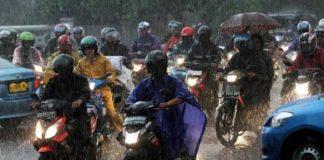 Tips Aman Serta Nyaman Naik Sepeda Motor Saat Hujan.